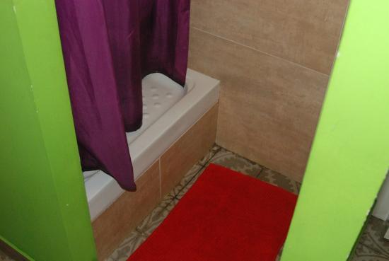 Barcelona Rooms: baño