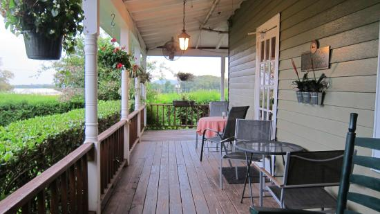 Woodbridge Inn: front porch
