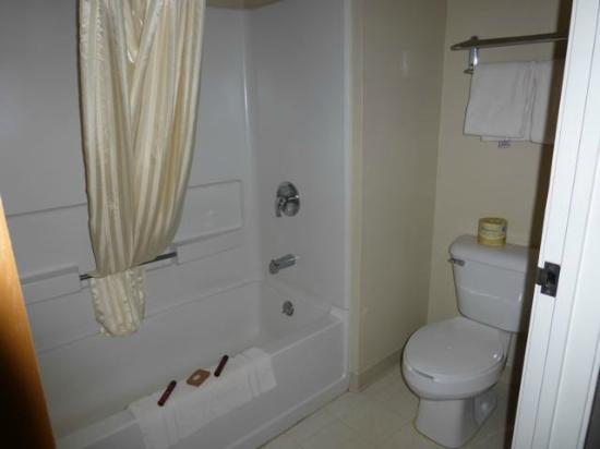 Kenmare, Dakota Północna: bathroom - very clean
