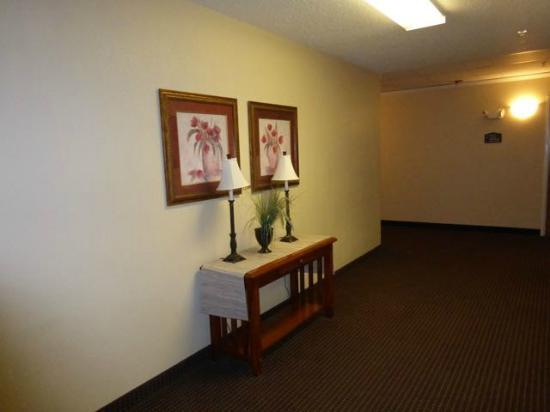 Kenmare, Dakota Północna: Hotel hallway on second floor
