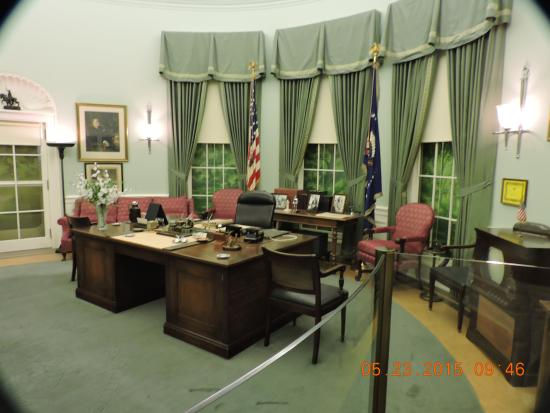 oval office furniture. Harry S. Truman Library And Museum: The Oval Office Desk Area Furniture