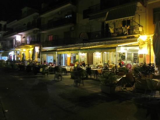 La Stella di NAXOS: a street restaurant