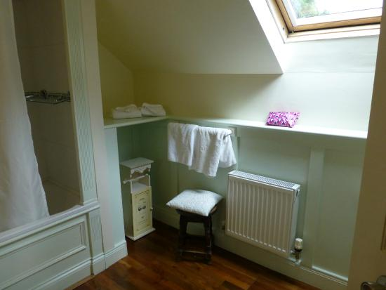 Orchard House : Large bathroom