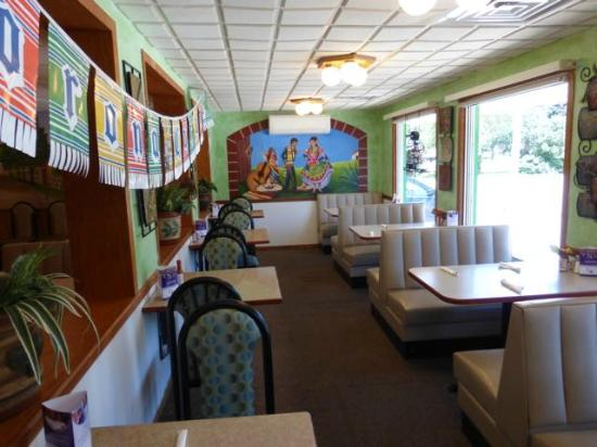 New Hampton, IA: Smaller dining room with mural