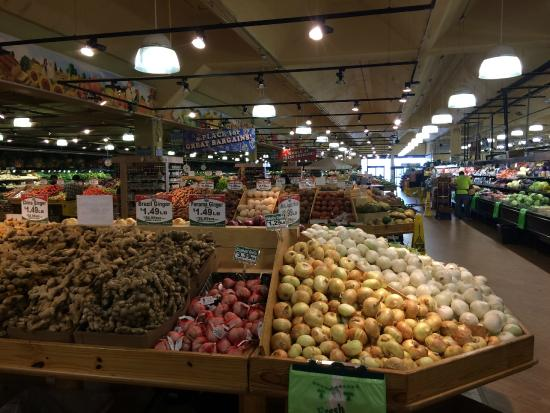 Doraville, GA: Produce Dept bigger than some grocery stores
