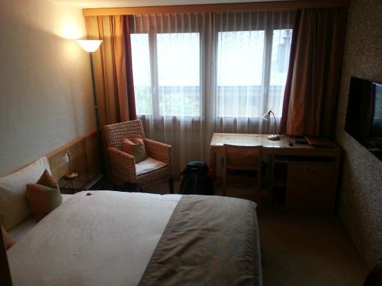 Gstaaderhof Swiss Quality Hotel : Camisa e amenidades do quarto