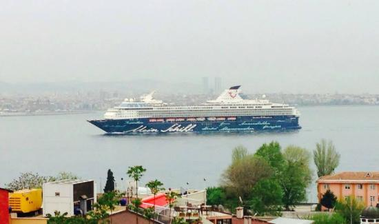 Cem Sultan Hotel: Вид из окна номера