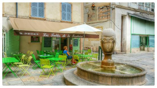 Bar Restaurant Les Tables De La Fontaine Toulon
