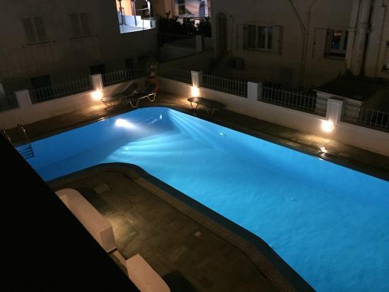 Nissos Thira Hotel: Poolen set fra værelset