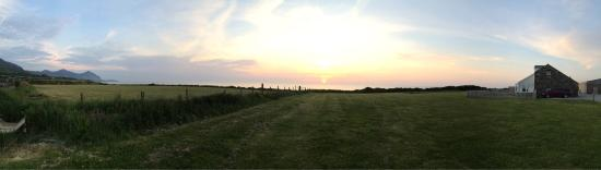 Bach Wen Cottages: Sunsets from the paddock at Bach wen