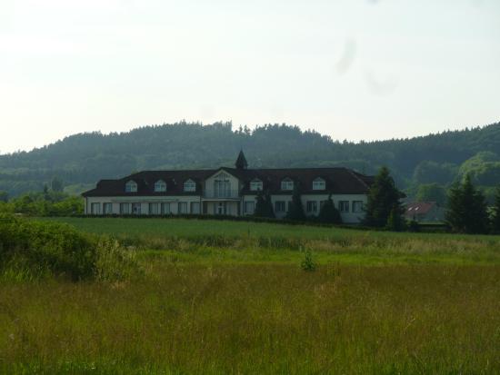 Hotel Filip - pohled z příjezdové cesty