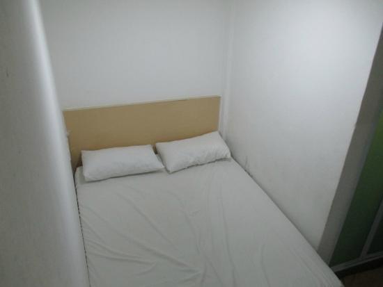 Chambre sans fen tre avec clim et salle de bain picture for Chambre sans fenetre location