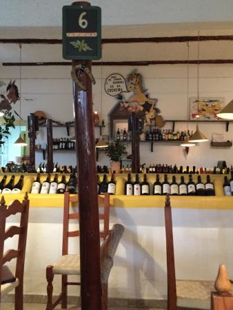 A cocheira: Wee family restaurant great wine selection