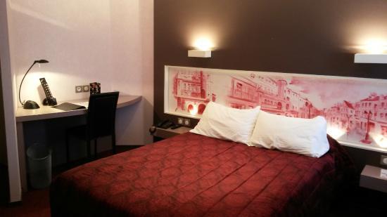 Standard Double Lit Double Picture Of Hotel De La Cloche Dole - Lit double standard