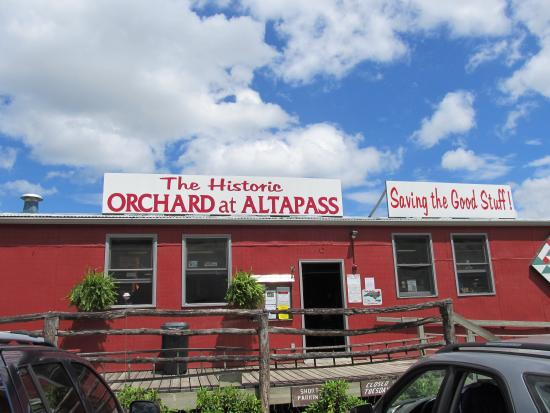 The Orchard at Altapass: Out front