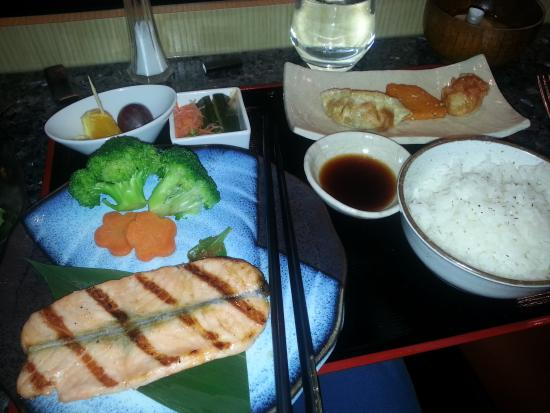 Daikanyama: Salmon lunch...like it grilled   and lightly salted.