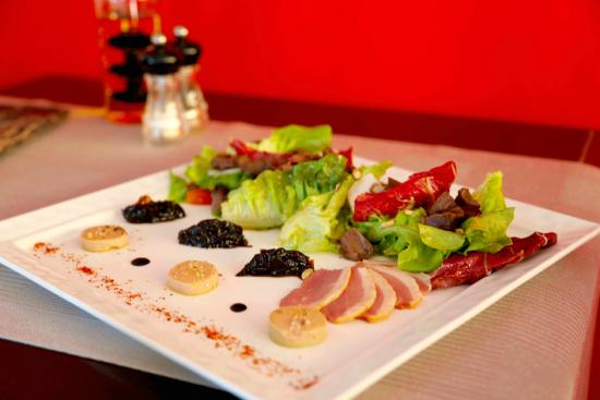 Le Bistro Hua hin: Salade Landaise, Foie gras, smoked duck breast, confit gizzards