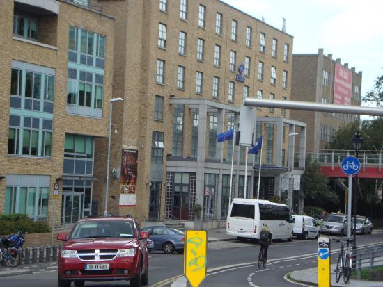 Hilton Dublin: Hilton on canal