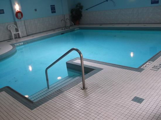 Holiday Inn Montreal Centre Ville Pool