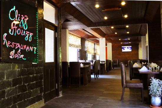 Cliff Houzz Restaurant & Bar