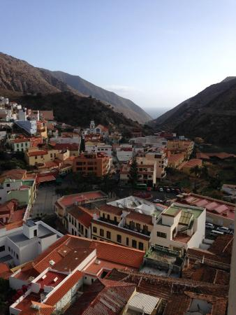 Hotel Anaterve : View from the room over Vallehermoso village.