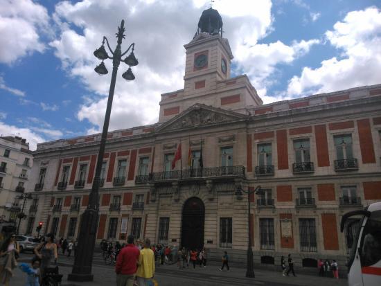 O urso e o medronheiro simbolo madrilenho foto de for Puerta 5 foro sol