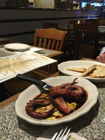 Uncle Nick's : Grilled Octopus