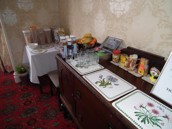 Cherry Trees Guest House: Breakfast Bar