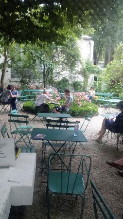 Jardin vu du jardin d 39 hiver caisse picture of musee de - Jardin du musee de la vie romantique ...