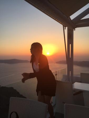 Spiliotica on the Cliff : Beautiful view of the sunset, all the more gorgeous against the pure white backdrop of imerovigl