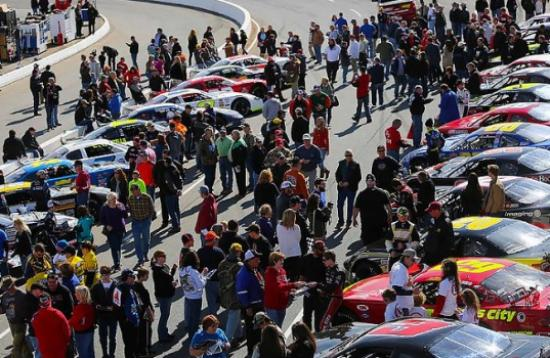 Watermelon Capital Speedway: Crowd in autograph session at SpeedFest