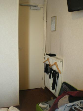 Hotel de la Place des Alpes: entrata stanza
