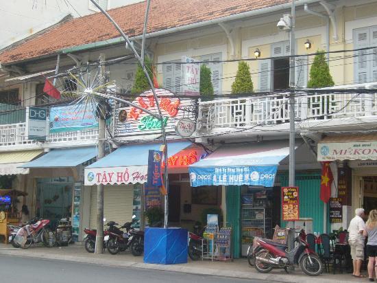 Tay Ho Hotel : outside hotel