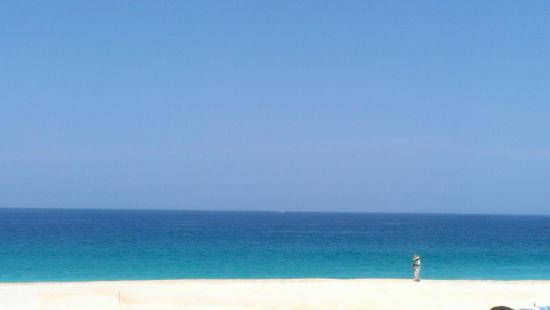 Casa del Mar Golf Resort & Spa: Beach and Roberto