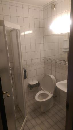 Hemne Hotell: ok bad, men ingen luksus