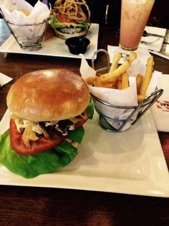 TGI Friday's: ckn burger
