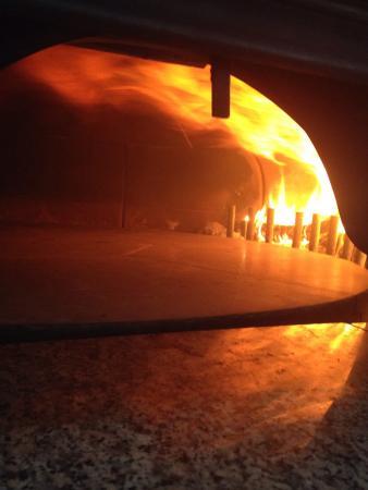 Marina di Davoli, Italie : Forno a legna girevole!