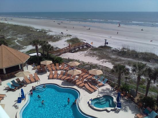 Courtyard by Marriott Jacksonville Beach Oceanfront: Partial pool view from room balcony
