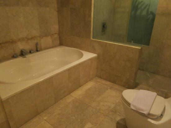 Villa Travis: Big bathtub with separate shower