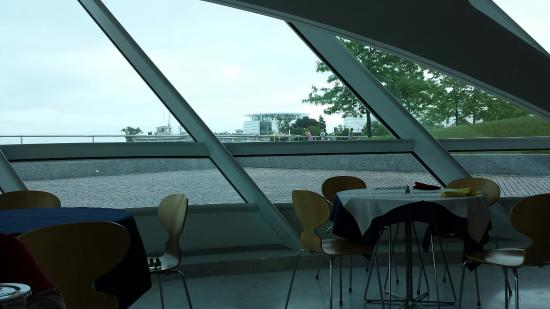 Milwaukee Art Museum Coffee Shop