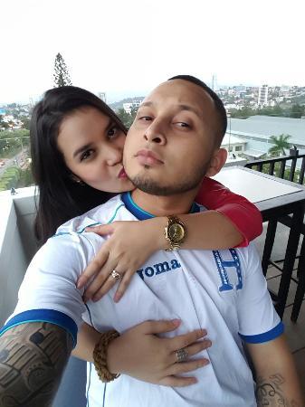 @ SkyLounge con mi esposa en el Minister Business Hotel El mejor Hotel en Tegucigalpa sin duda,