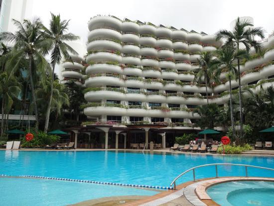 Garden Near Pool Area Picture Of Shangri La Hotel Singapore Singapore Tripadvisor