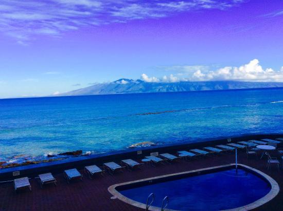 Kulakane: Looking north towards Molokai