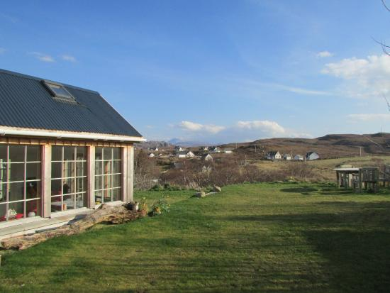 Aird Hill Bed & Breakfast : The conservatory and the surrounding area