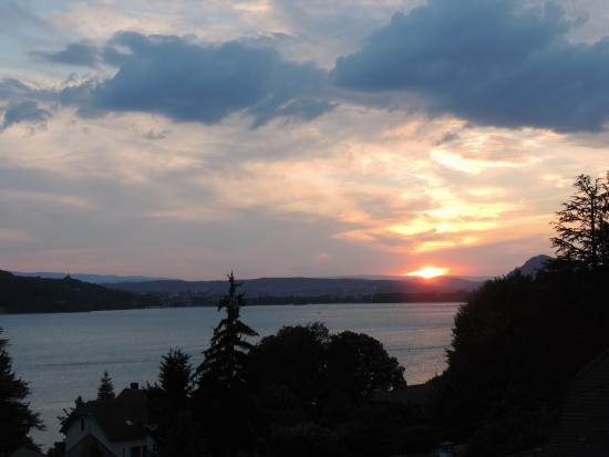 Les Acacias Bellevue : tramonto sul lago