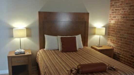 Hotel Quartier des Spectacles: Cama de la habitación