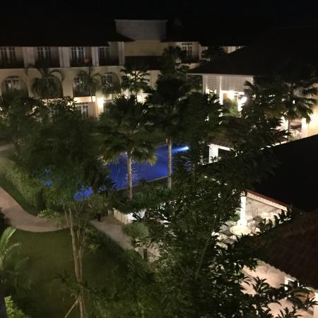 Kham Thana Hotel: Vue du balcon de la chambre