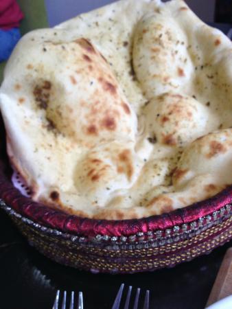 Cafe Mango: Supposedly Garlic Naan
