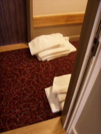 The Starling Cloud: Example of towels and linen on the floor