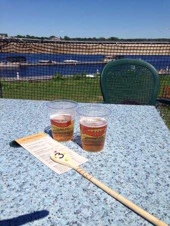 Lighthouse on the Green: Drinks overlooking the river